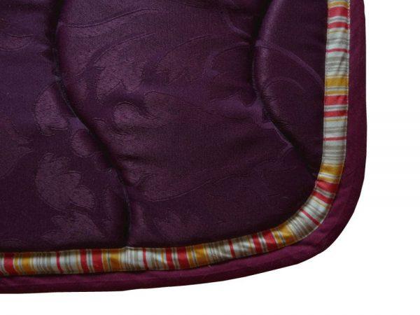 tapis de selle aubergine détails